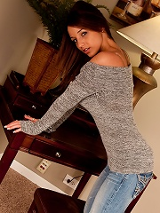 Nikki Sims shows off her sweater kittens